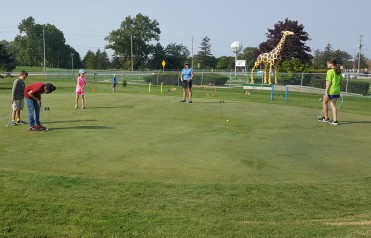 Junior golf Lessons Clinics Windsor Essex on